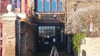 ケルムスコット・ハウス(Kelmscott House)ーウィリアム・モリス・ソサエティーの拠点で、モリスが晩年を過ごした場所