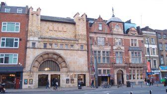 ホワイトチャペル・ギャラリー(Whitechapel Gallery)ー若者が集まる、東ロンドンのおしゃれでモダンなギャラリー