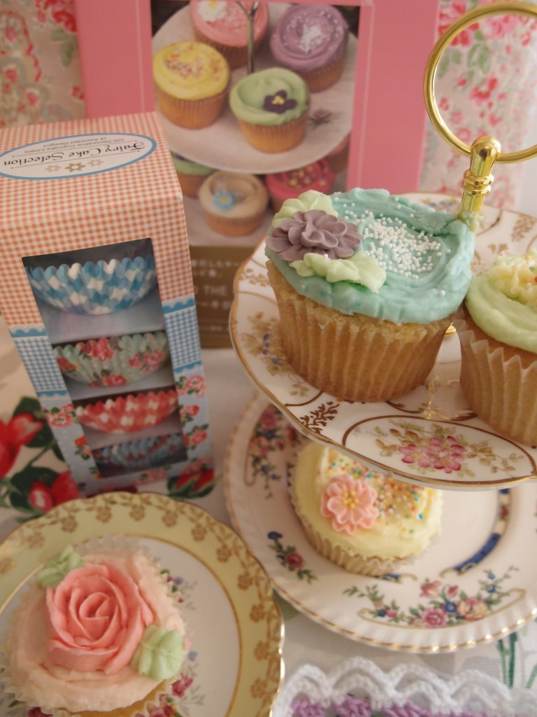 cupcakes and cake stand
