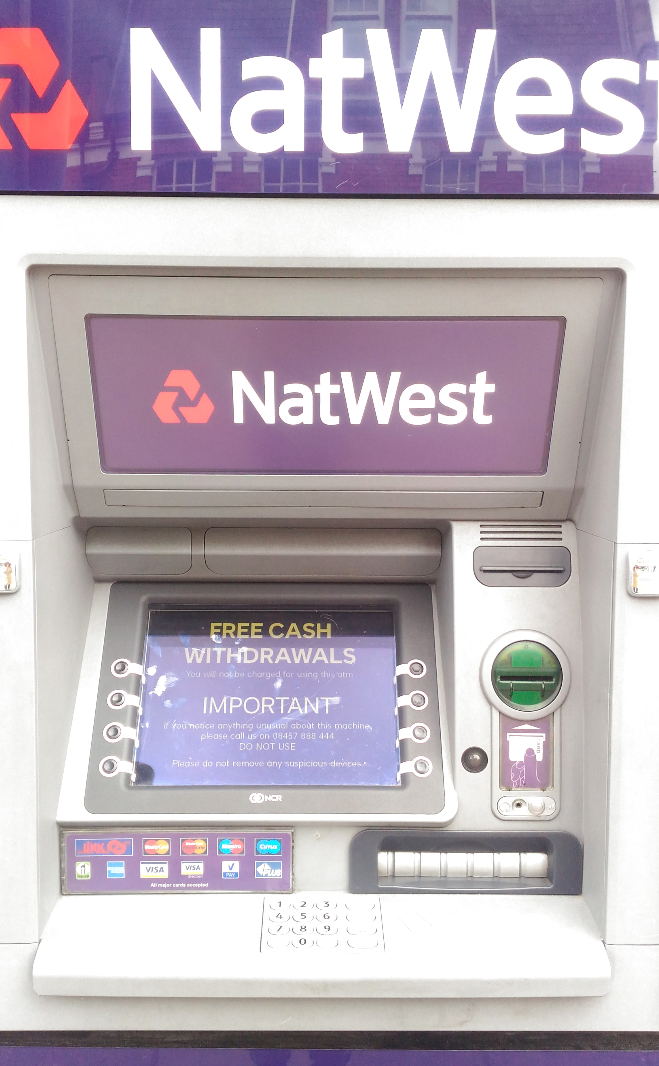 マネパカードを使ってイギリスのATMでポンドを引き出す方法(ATMの使い方編)