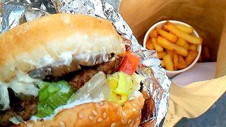 イギリスでよく見かけるバーガーチェーン店、Fiveguys と Byron のハンバーガーを食べてみた